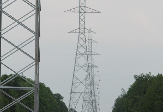 Philippe Couillard estime qu'Hydro-Québec doit contribuer à l'extension du réseau de fibre optique partout au Québec. Crédit Photo : Pierre-Yvon Bégin/TCN