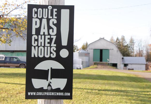 Le groupe Coule pas chez nous! était l'une des nombreuses organisations contre le passage du pipeline Énergie Est au Québec. Crédit photo : Archives/TCN
