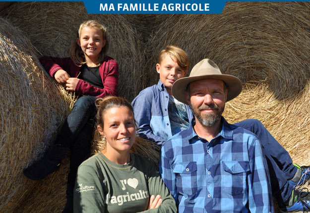 Émilie Savard et Christian Caron en compagnie de leurs enfants, Mathilde et Éloïc. Crédit photo : Johanne Martin