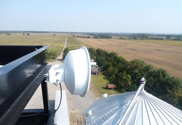 Certains producteurs agricoles ont l'avantage de pouvoir positionner leurs antennes Internet en hauteur et ainsi de relayer le wifi. Crédit photo : Archives TCN