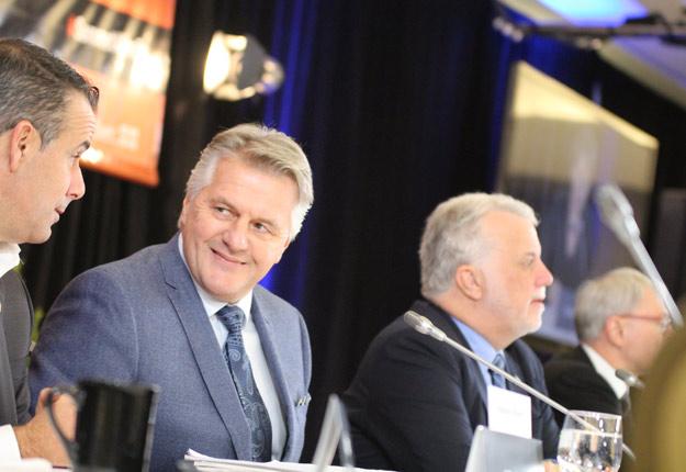 Laurent Lessard et Philippe Couillard ont présidé le Sommet sur l'alimentation du 17 novembre. Crédit photo : Thierry Larivière / TCN