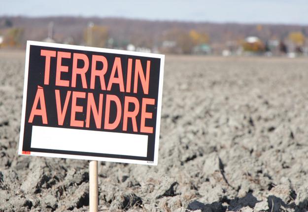 Selon le ministre Laurent Lessard, il y a eu 1 600 transactions de terres par an en moyenne au cours des 11 dernières années. La superficie moyenne était de 38 hectares. Crédit photo : Archives/TCN