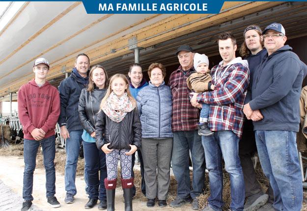 À gauche, Patrick est entouré de ses enfants Jacob, Jade et Ophélie. Au centre, Nathalie, la sœur de Patrick, et les parents Lise et Paul Godin. À l'extrême droite, Normand, près de ses fils Alex et Steve, qui tient Nolan dans ses bras. Crédit photo : Charles Prémont