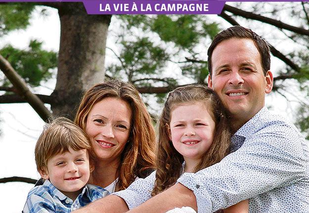 Alexandre Cloutier, sa conjointe Marie-Claude Perron et leurs enfants Emmanuel et Amélia. Crédit photo: Gracieuseté