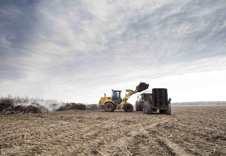 Viridis transforme annuellement 350 000 tonnes de matières résiduelles fertilisantes provenant en grande majorité des villes et des industries afin de fournir plus de 500 agriculteurs en compost. Crédit photo : Gracieuseté de Viridis