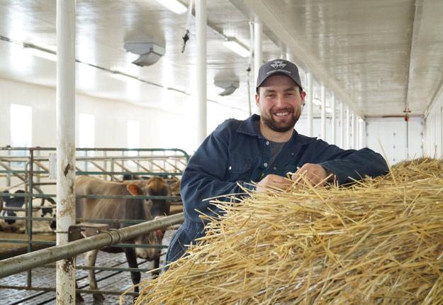 Selon Bryan Denis, un « beau mélange de jeunes et de producteurs d'expérience » propulsera encore davantage la production de lait bio. Crédit photo: Gracieuseté de Bryan Denis