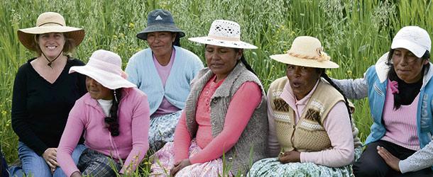 Marie-Hélène Noël est dans son élément au Pérou et en Bolivie. Son statut d'agricultrice lui permet d'entrer facilement en relation avec les producteurs locaux, malgré la barrière de la langue. Si l'herboriste parle couramment l'espagnol, l'aymara demeure une langue pleine de mystères pour elle. Crédit photo : Gracieuseté de Marie-Hélène Noël