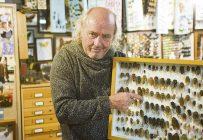 Georges Brossard, entomologiste et fils de producteur agricole, croit que des étables abandonnées pourraient servir à l'élevage d'insectes. Crédit photo: Martin Ménard/TCN