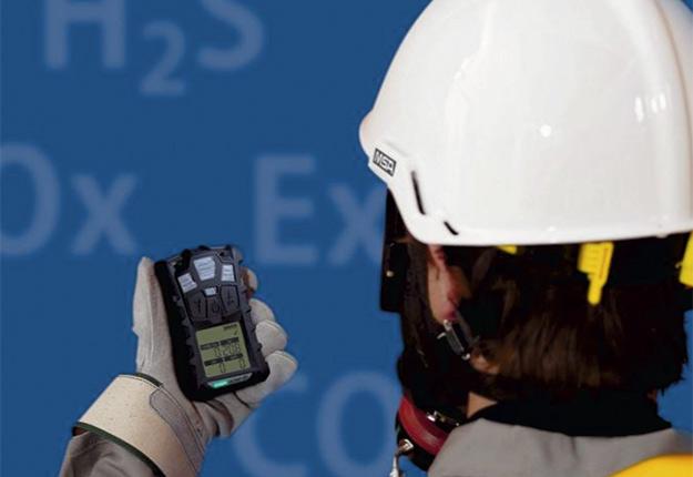 Les détecteurs de gaz permettent d'éviter une partie du danger autour des silos et des fosses à purin. Crédit photo : MSA