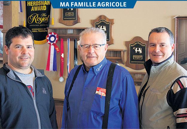 Ambitieux, déterminés et passionnés d'élevage, Carl, Gilles et Stéphane Tourigny sont à la tête de la Ferme Deslacs depuis 1996. Crédit photo : Frédéric Marcoux