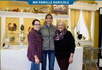 Jocelyne, Geneviève et Hélène forment le trio féminin derrière la Ferme Johel, de Sainte-Cécile-de-Milton. Crédit photo : Josianne Desjardins / TCN