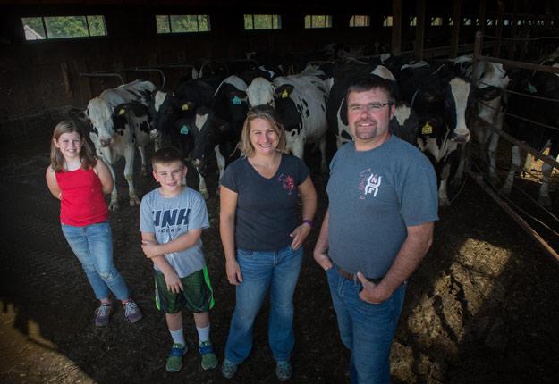Julie Hussey et son mari Justin exploitent une ferme laitière dans la région de North Conway, au New Hampshire. Crédit photo : Gracieuseté de Julie Hussey
