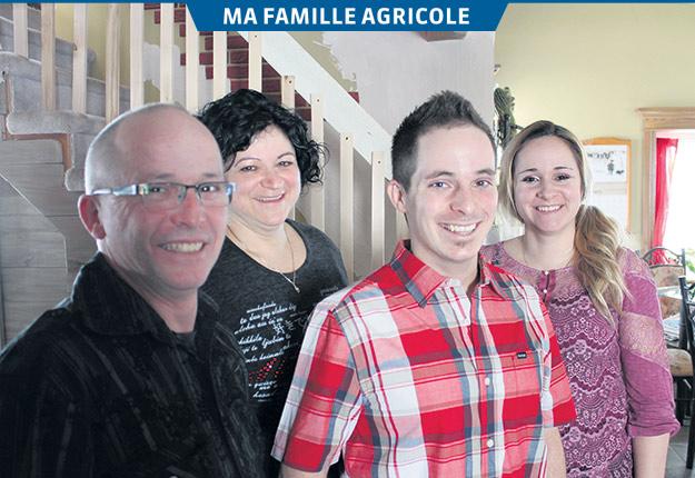Dominic Desmarais, Nathalie Saint-Pierre et leurs enfants Anthony et Debbie. Crédit photo : Charles Prémont