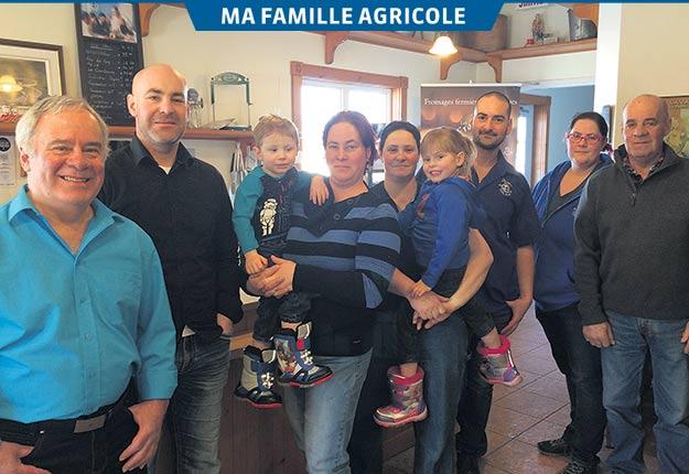 Voici la famille Alary: Ronald, Frédéric, Arthur et Caroline, Anne-Marie et Alice, Gabriel, Élizabeth et Serge. Crédit photo : Geneviève Quessy