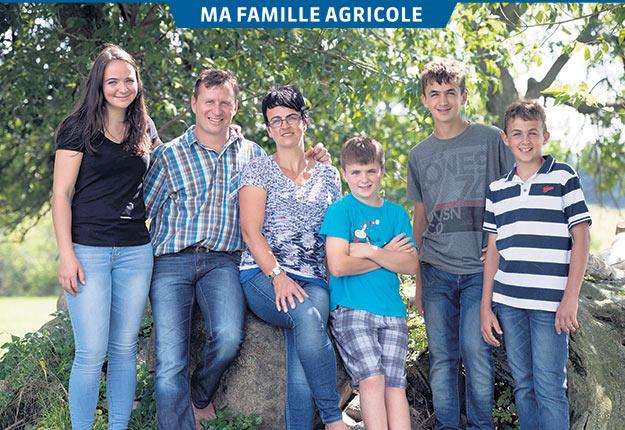 Ambros et Anita Arnold, de la Ferme Arnita, entourés de leurs quatre enfants, Tanja, Samuel, Philipp et Patrick. Crédit photo: Éric Labonté, MAPAQ