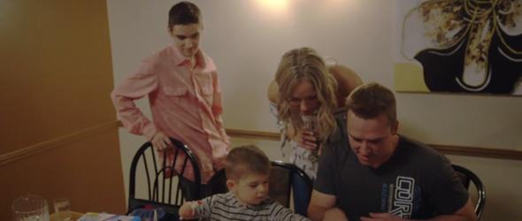 Maxime a marqué bien des points quand il s'est gentiment amusé à dessiner avec le petit qui lui avait demandé de l'aide.