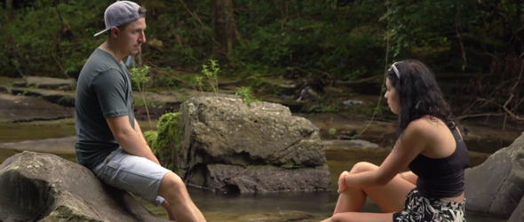 Simon prend son temps avec Alexandra. Il veut vérifier si la relation peut être bâti sur du long terme.