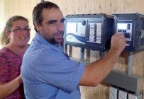 Karine Ménard et François Rousseau, de la Ferme Marc Ménard à Saint-Paul-d'Abbotsford, ont investi dans un contrôleur Intelia lors de la construction d'un nouveau bâtiment. Crédit photo : Intelia