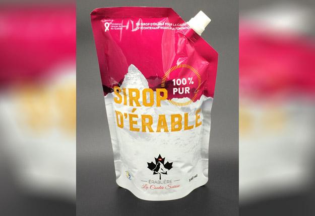 Pour chaque contenant de sirop d'érable vendu, Julien Dupasquier remettra 25 cents à la Fondation du cancer du sein du Québec. Crédit photo : Gracieuseté de Julien Duspasquier