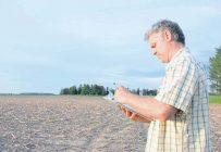 David Girardville, conseiller au Club agroenvironnemental du Suroît, remarque que certaines compagnies vont jusqu'à proposer quatre herbicides différents pour contrôler les mauvaises herbes. Selon l'agronome, ce genre de méthode doit être remis en question.