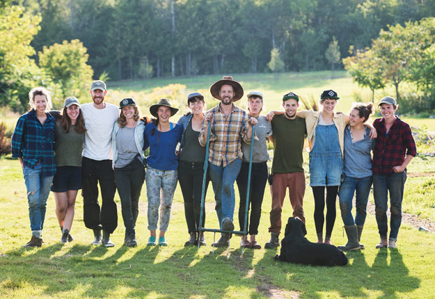 La belle gang des Fermiers, avec Chester, le chien de Maude-Hélène. Gracieuseté : Unis TV
