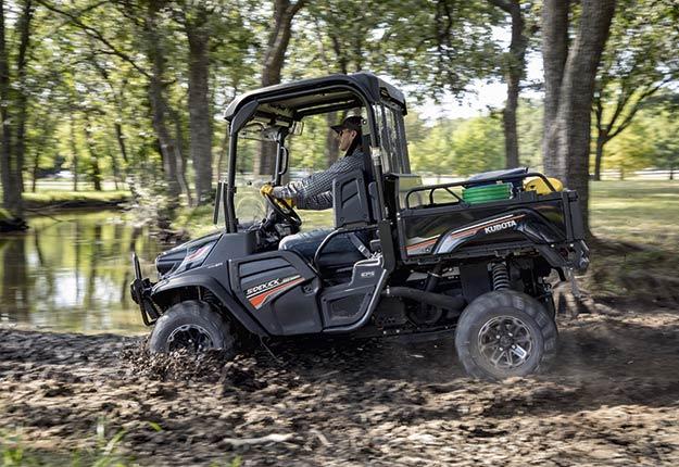 Grâce à sa vitesse maximale de 64km/h, le nouveau modèle à essence SidekickRTV-GT850 de Kubota permet de se rendre du pointA au pointB plus rapidement, une qualité fort appréciée des agriculteurs. Crédit photo : Kubota