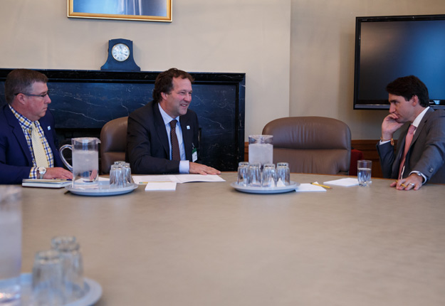 Pierre Lampron et Justin Trudeau le 12 juin à Ottawa. La question des concessions laitières du Canada a été discutée. Crédit photo : PLC