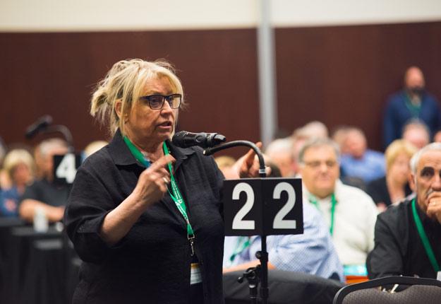 « Parce qu'on est en 2018 », Sylvie Laliberté croit qu'il est temps de reconnaître la présence des femmes en acériculture en incluant le mot « productrices » dans le nom de la Fédération. C'est ce qui a été fait. Crédit photo : Martin Ménard/TCN