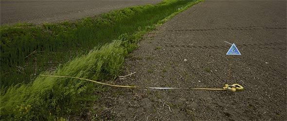 Plusieurs agriculteurs disent avoir de la difficulté à mesurer la ligne des hautes eaux, et pour contourner ce problème, la Ville de Saint-Jean-sur-Richelieu et certaines MRC demandent systématiquement 2 m sur le replat.