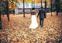 Que ce soit à la ferme, dans un vignoble ou encore dans une grange, les Québécois délaissent de plus en plus les mariages conventionnels pour opter pour un type de célébration plus personnalisé. Crédit photo : La Chérie Photographie