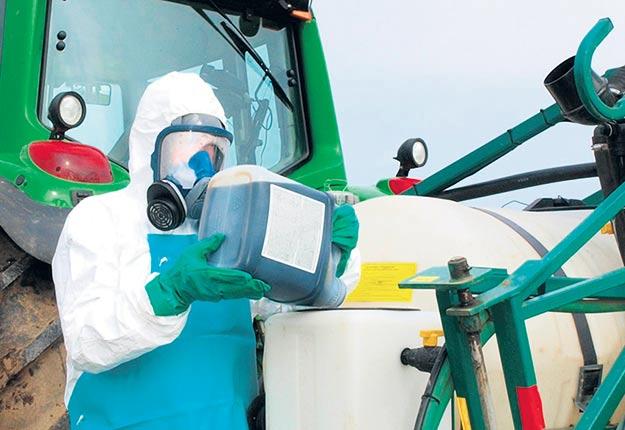 Les mains constituent le principal siège d'exposition aux pesticides par voie cutanée. Crédit photo : Archives/TCN