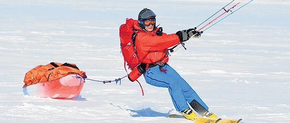 En novembre2014, Frédéric Dion a entrepris son aventure la plus folle: traverser en solo l'Antarctique en ski et en utilisant la traction d'un cerf-volant pour se déplacer. L'aventurier a mis 54jours pour parcourir 4383km. Crédit photo : Gracieuseté de Frédéric Dion