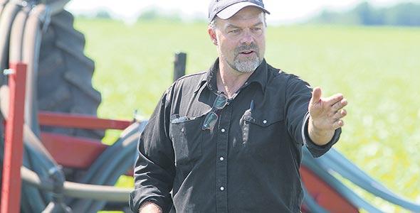 Éric Lapierre pratique le semis direct depuis  18 ans et y a intégré une rotation de cultures de couverture il y a une dizaine d'années.