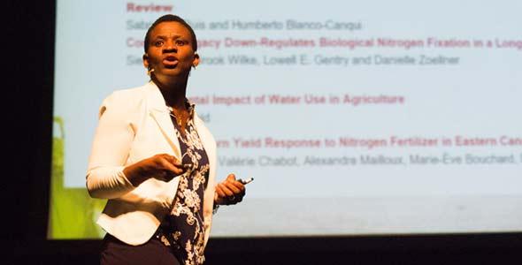 La chercheuse Lucie Kablan conclu à partir de de son étude scientifique qu'il faut revoir à la hausse les recommandations d'azote dans le maïs pour plusieurs champs à haut potentiel.