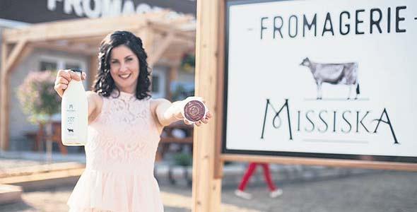 L'éleveuse de vaches Jersey Caroline Pelletier a lancé, avec son conjoint, sa propre fromagerie en juin dernier. L'utilisation judicieuse des médias sociaux lui a permis d'attirer rapidement des clients.