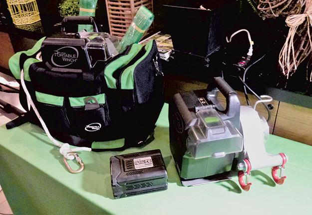 Le treuilPCW3000-Li pourra être vendu avec deux batteries de 80 ou de 82volts. Crédit photo : Martin Primeau