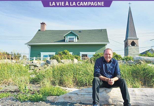 Michel Désautels habite une maison presque bicentenaire en bord de mer, à Matane. Crédit photos : Johanne Fournier