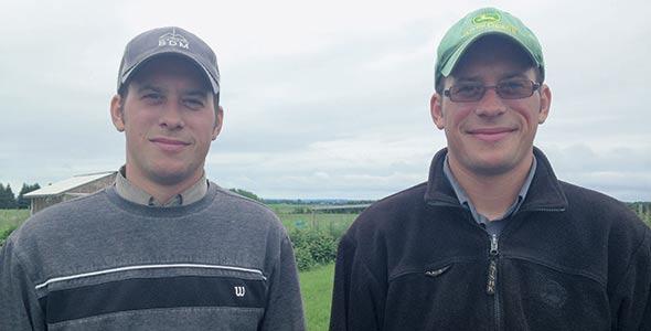 Guillaume et Étienne de Barrette et Frère comptent 445 hectares de terres cultivables, ce qui leur permet d'être presque autosuffisants pour la production de fourrage. Crédit photo : Gracieuseté