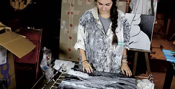 Marie-Chloé Duval a commencé à peindre dans le sous-sol de la maison de son enfance. Crédit photo : Serge Duval