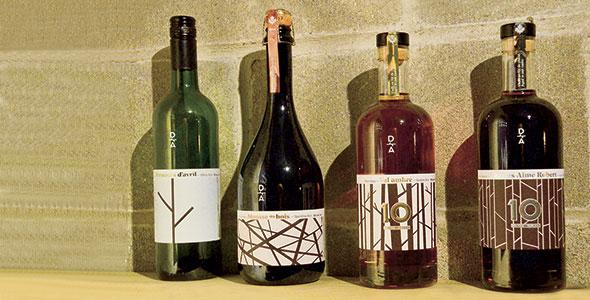 En 1997, quatre vins d'érable appelés «acer» sont commercialisés sous les noms  de Prémices  d'avril, Mousse  des bois, Val ambré et Charles-Aimé Robert.