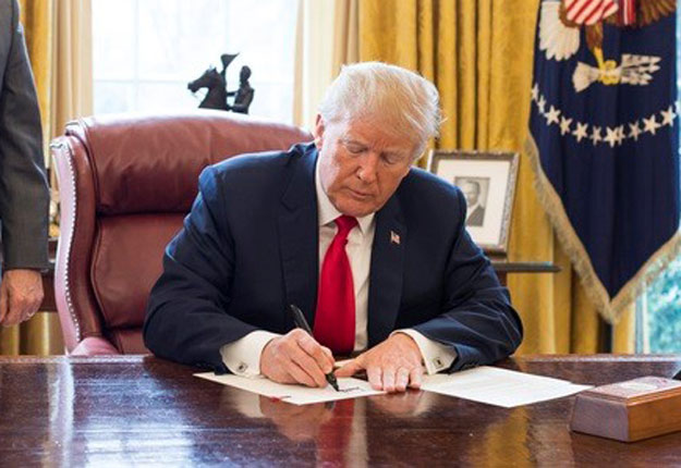 Le Farm Bill 2018 attend maintenant dans le bureau ovale la signature du président Trump. Crédit photo : Whitehouse.gov