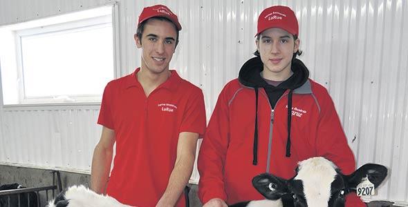 Mathieu Lapierre, Tristan et Olivier LaRue (absent de la photo) représentent l'avenir de l'entreprise.