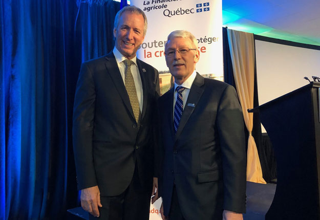 André Lamontagne, ministre de l'Agriculture, et Ernest Desrosiers, président-directeur général de La Financière agricole du Québec. Crédit photo : Josianne Desjardins/TCN