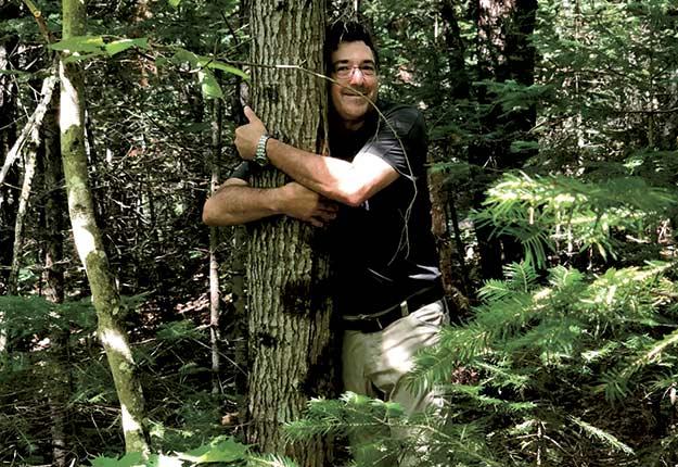 Preuve que sa passion pour les arbres va bien au-delà de la recherche, Christian Messier possède une cabane à sucre à Saint-Émile-de-Suffolk, dans la région de l'Outaouais.