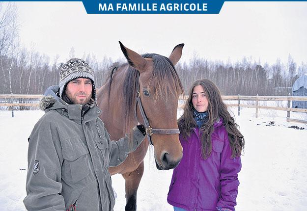 Mathieu Roy et Vanessa Breton présentent Eowin, une jument Cleveland Bay qu'ils ont achetée gestante d'un éleveur américain. Crédit photos : David Riendeau