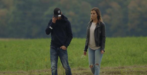 Dure semaine pour Anthony. On le voit ici alors que Mélina lui annonce avoir décidé de quitter l'aventure.