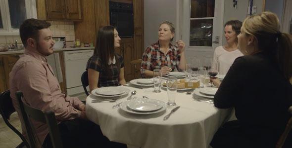 Un souper de famille avec trois potentielles belles-mamans? Ça devait être assez malaisant pour les deux enfants de Christian.