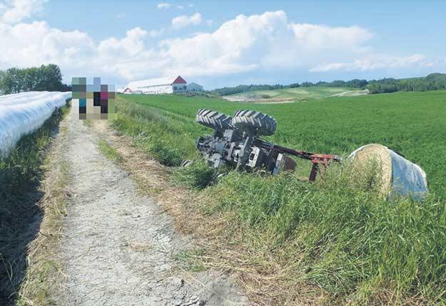 Serge Fortin était au volant d'un tracteur lorsque celui-ci s'est renversé sur le côté gauche, coinçant le travailleur entre la cabine et le sol. Crédit photo : CNESST
