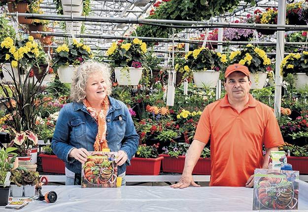 Pascale Coutu et Pierre Tremblay, les jardiniers gourmands de La Courgerie, font des tournées de promotion de leur série de livres de recettes. Crédit photo : Gracieuseté des jardiniers gourmands