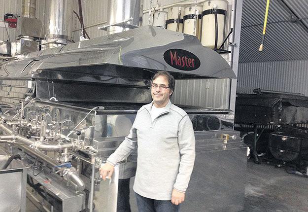 Jean-Marie Gilbert estime que le sirop biologique québécois devrait être produit à l'aide d'évaporateurs alimentés aux énergies vertes. Crédit photo : Gracieuseté de Jean-Marie Gilbert